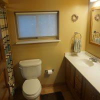 2111 Feldman Ave | Full bath on 2nd floor